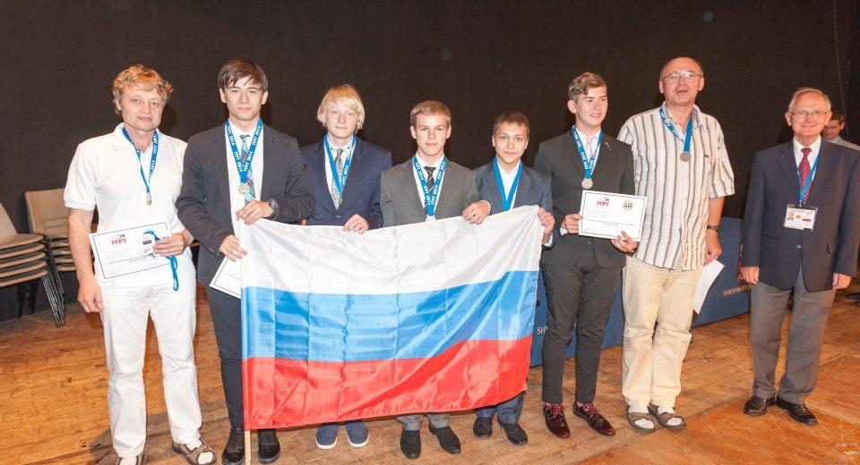 Турнир по физике IYPT принес серебро Новосибирским школьникам