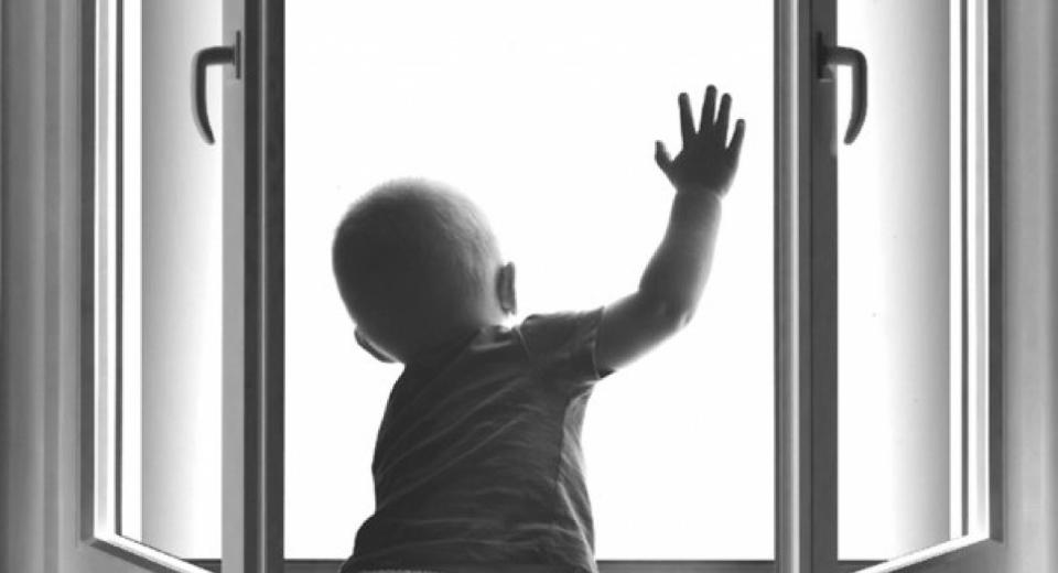 Безопасность окон для детей - страхуемся правильно!