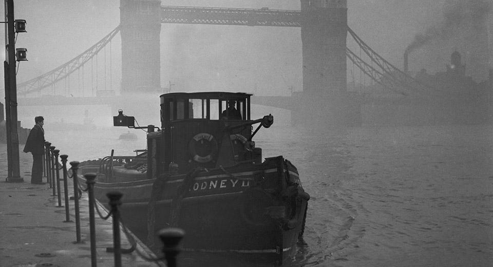Смог в Лондоне над рекой