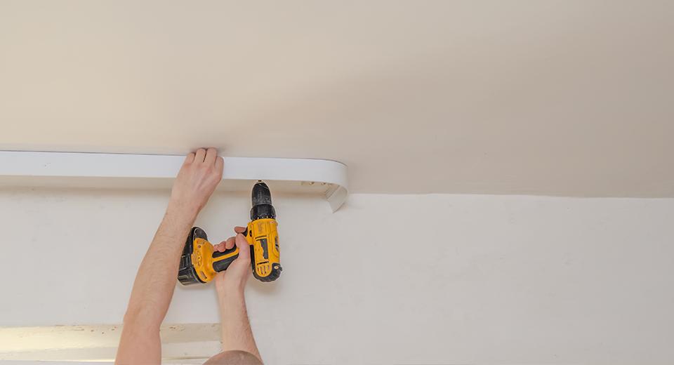 Какие натяжные потолки «дышат» и что делать, если в комнате с ними душно